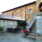 Montalcino-Casato-Prime-Donne-cortile